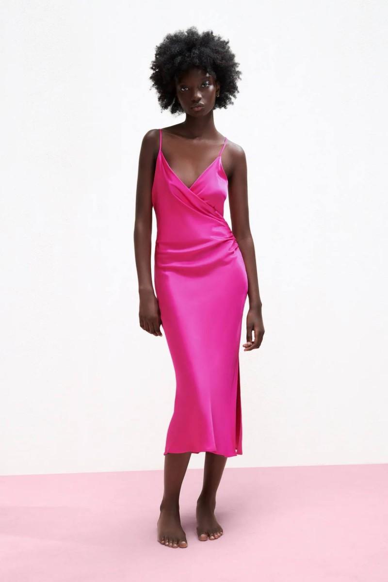σατέν φούξια φόρεμα