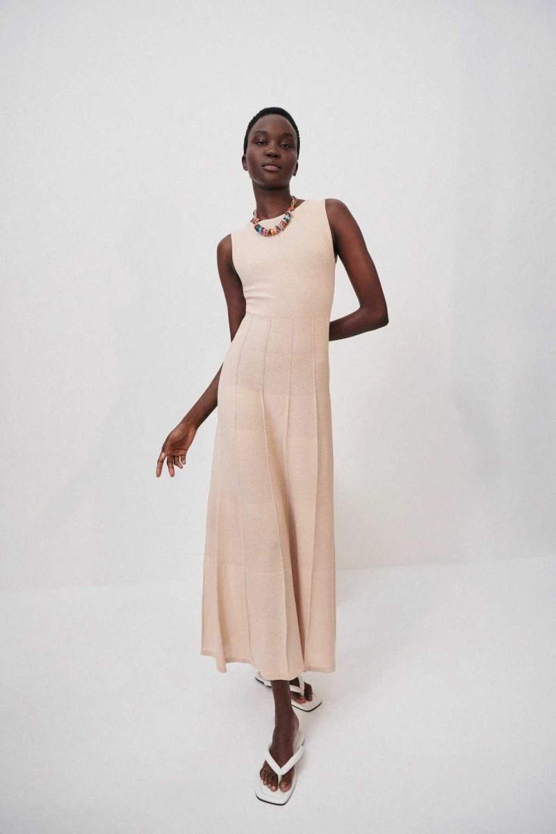 μπεζ μάξι πλεκτό φόρεμα