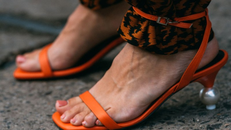 belt legs trend street style