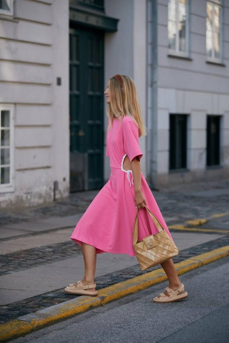 φόρεμα με κοψίματα