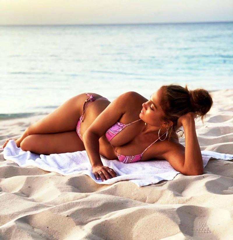 Jennifer Lopez φλοράλ μαγιό