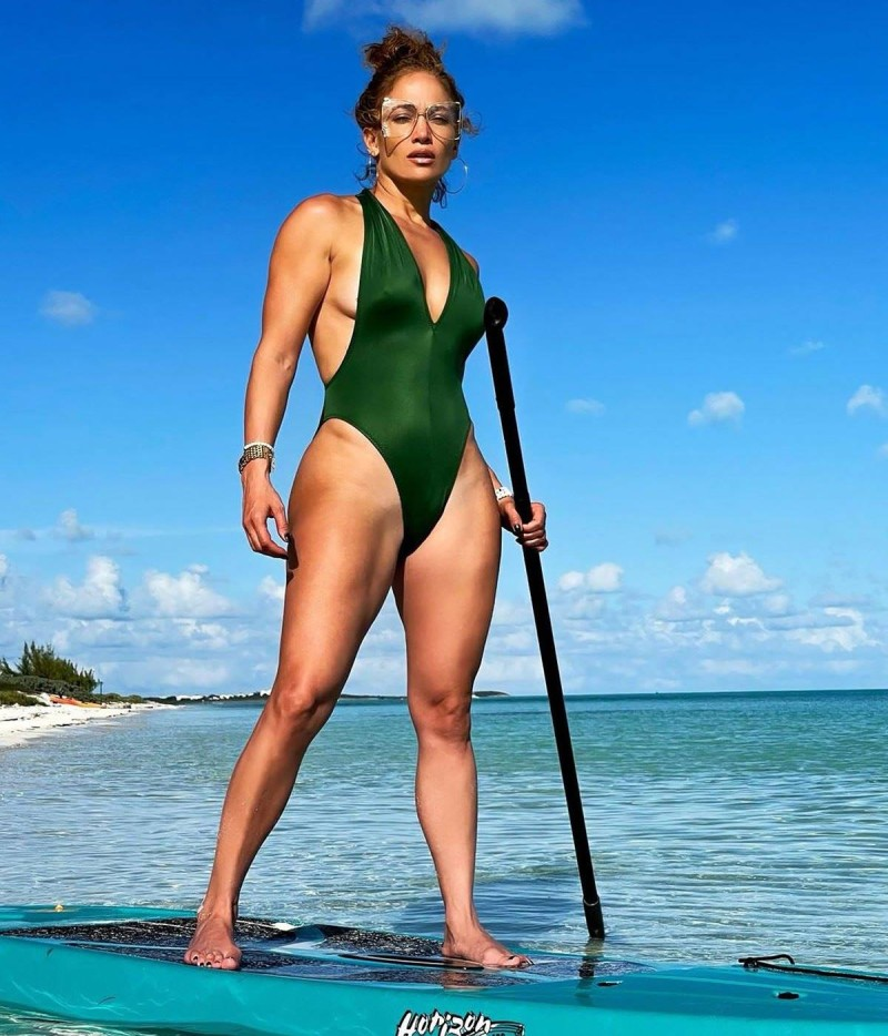 Jennifer Lopez με πράσινο ολόσωμο