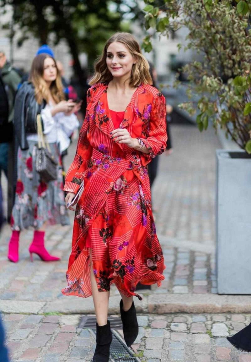 κόκκινο κρουαζέ φόρεμα