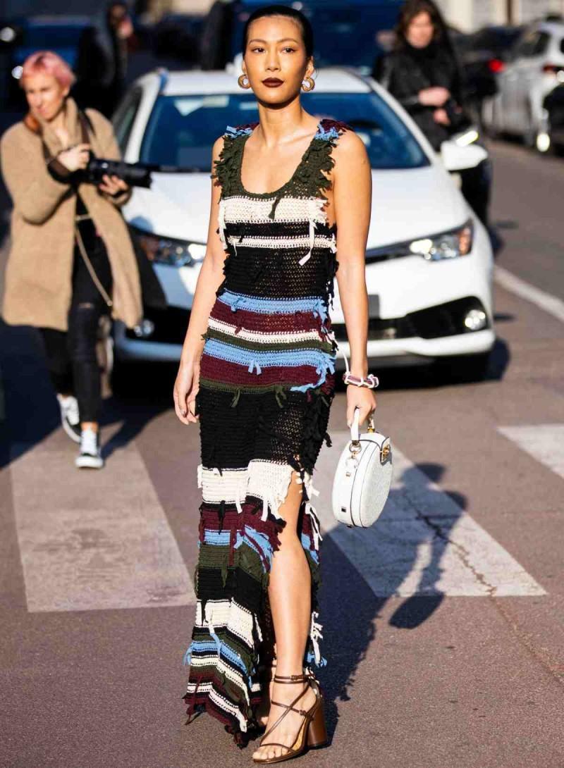 ριγέ πλεκτό φόρεμα