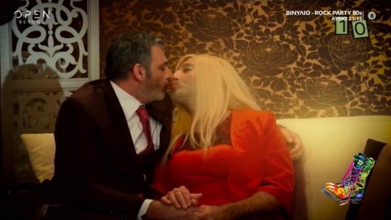 Ράδιο Αρβύλα: Διχάστηκε το κοινό με το φιλί Σερβετά - Κανάκη