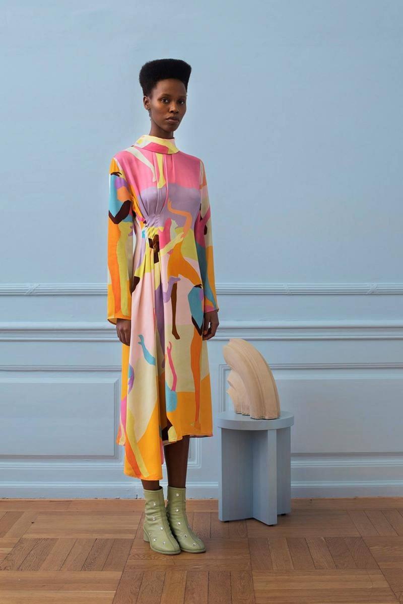 παστέλ color blocking με φόρεμα