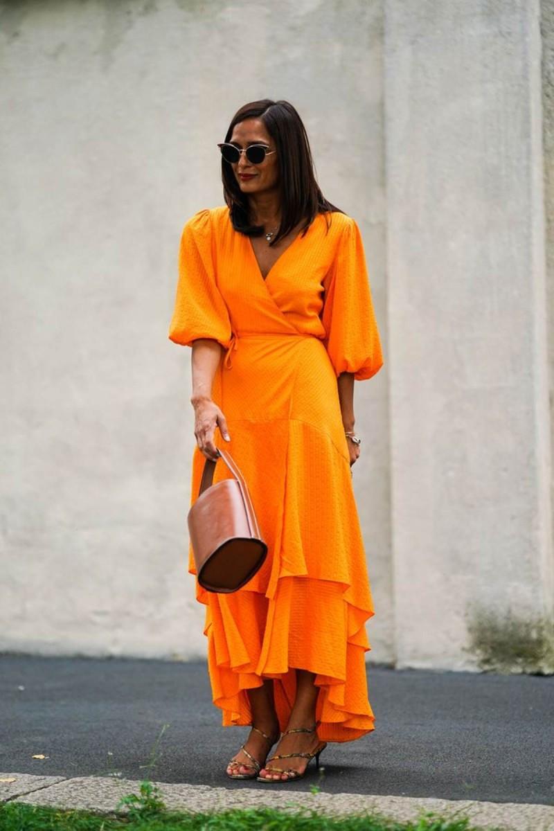 πορτοκαλί κρουαζέ φόρεμα