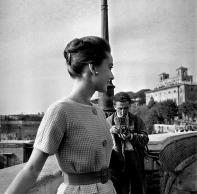 Audrey Hepburn με ζώνη