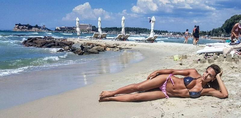 Μαλέσκου σέξι μαγιό παραλία