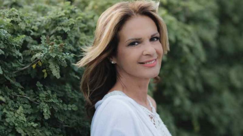 Πέγκυ Σταθακοπούλου: Κάνει σανίδα στα 60 της!