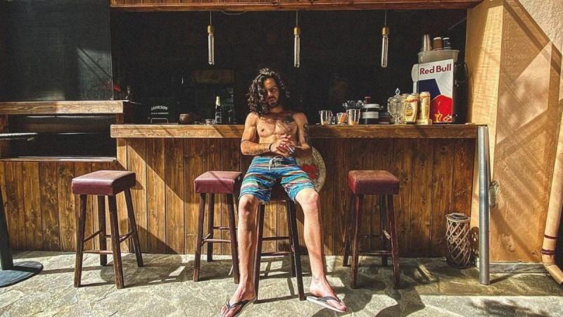 Άγγελος Λάτσιος: Η γυμνή φωτογραφία του γιου της Ελένης Μενεγάκη στο Instagram