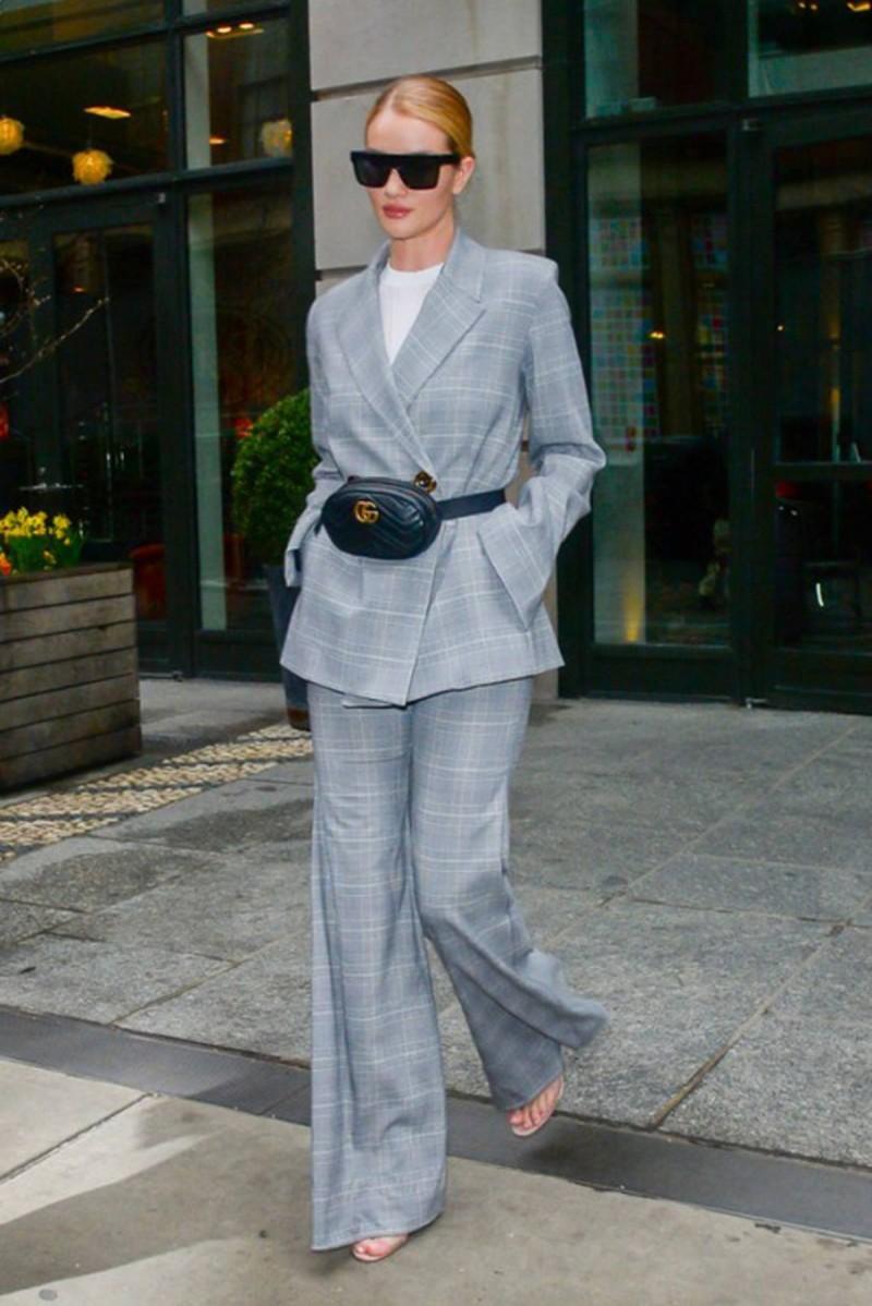 belt-bag με κοστούμι