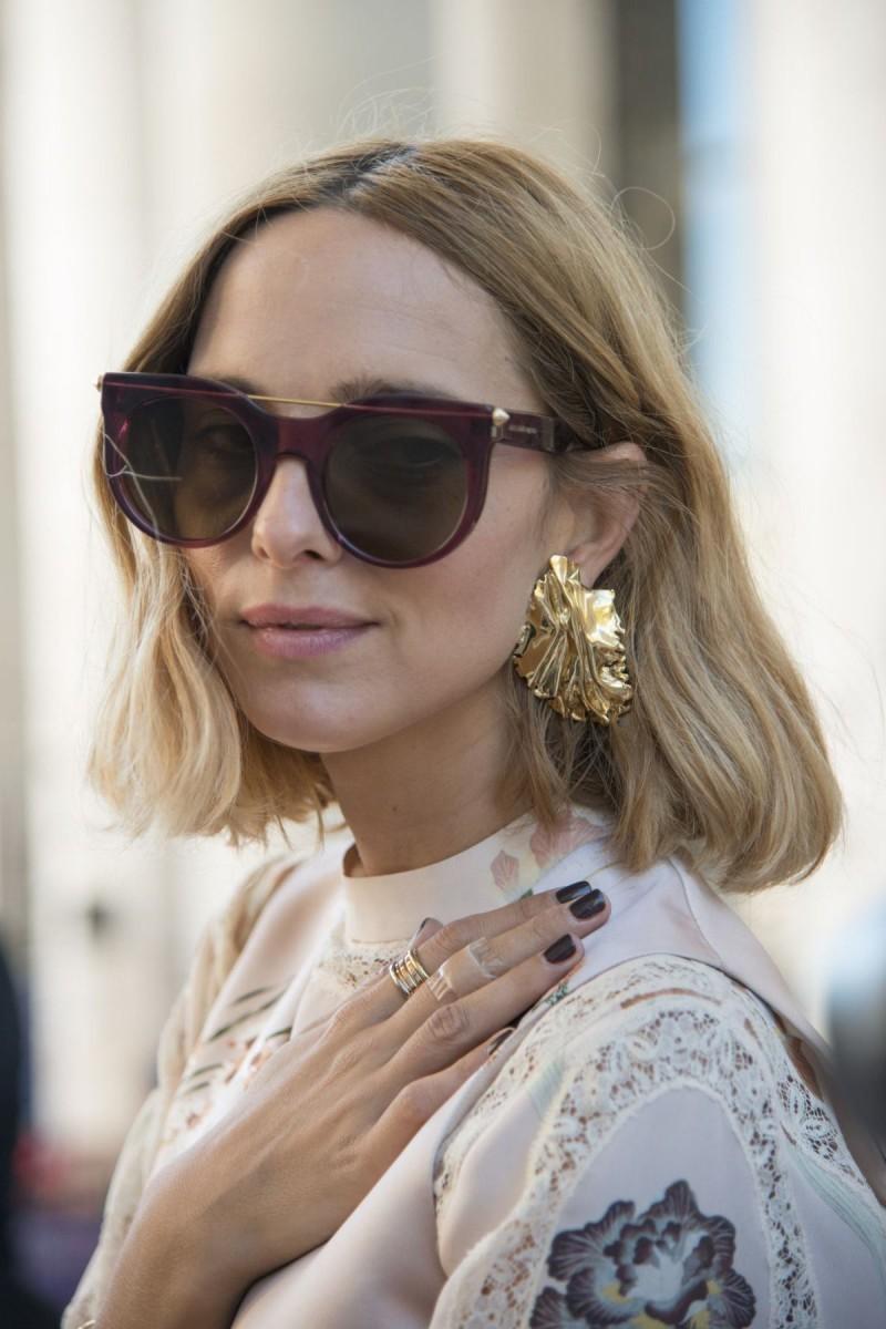 χρυσαφί σκουλαρίκια