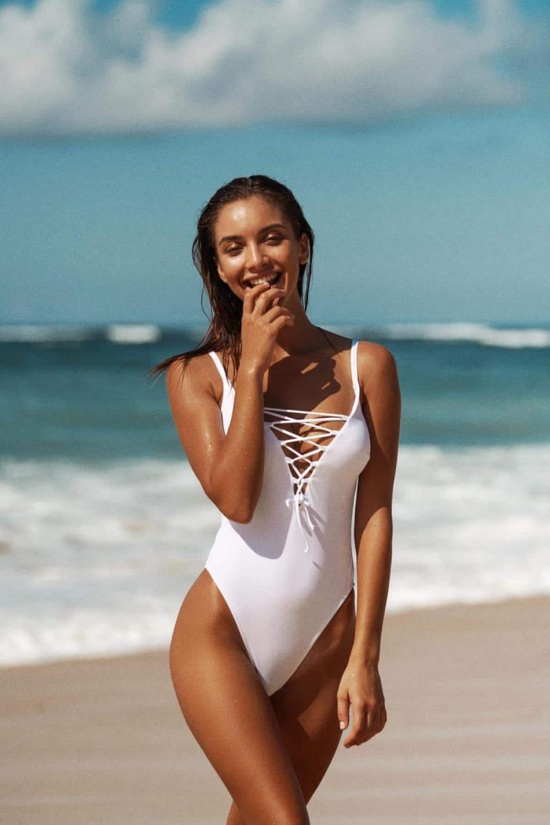 μαγιό στην παραλία