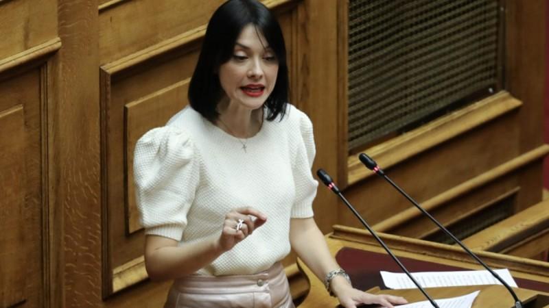 Γιαννακόπουλου: «Μετά από 3 γέννες στα 43 μου έχω όλα όσα δεν αντέχει η Λατινοπούλου»