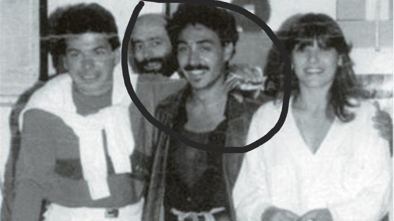Insta Poll: Ποιος τραγουδιστής είναι ο άνδρας της φωτογραφίας;