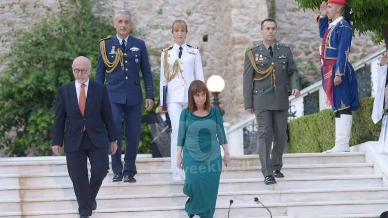 Προεδρικό Μέγαρο: Λαμπερές εμφανίσεις στη γιορτή για την 47η επέτειο Αποκατάστασης της Δημοκρατίας