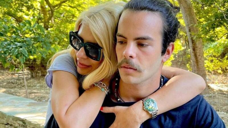 Άγγελος Λάτσιος: Για καφέ με τον γιο πασίγνωστης παρουσιάστριας
