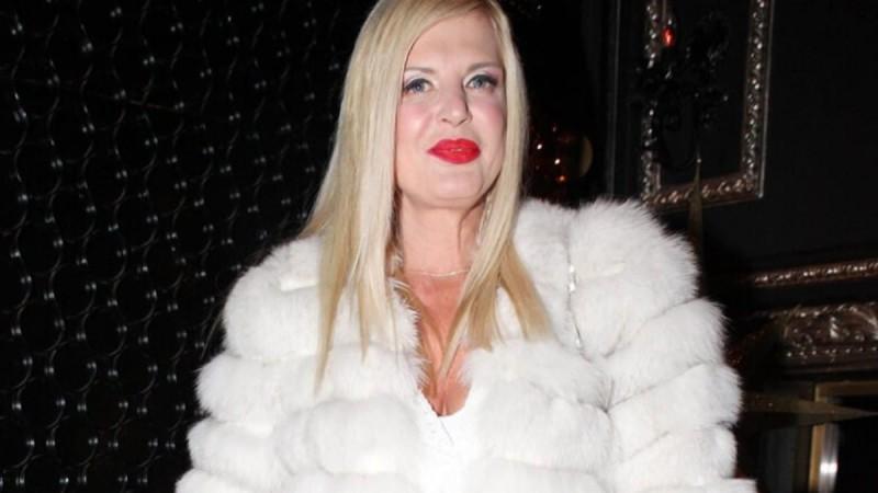 Προκάλεσε χαμό η Μαρίνα Πατούλη με τη μίνι φούστα της - Φουλ ανανεωμένη μετά το χωρισμό