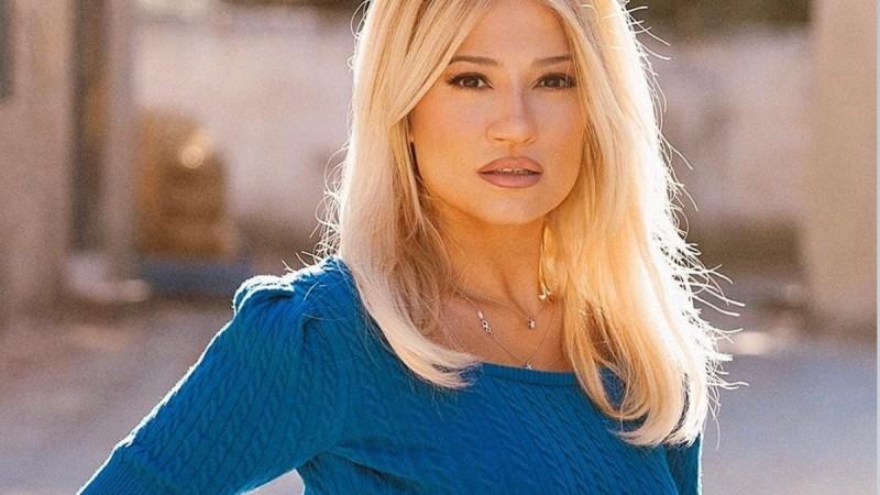 Φαίη Σκορδά: Άκρως καλοκαιρινή στην Χαλκιδική