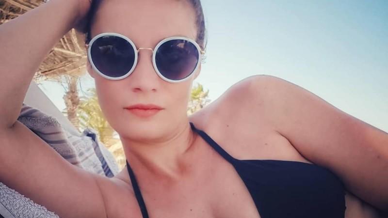 Εντελώς αρετουσάριστες φωτογραφίες της Φιλίτσας Καλογεράκου - Έχει μείνει μισή