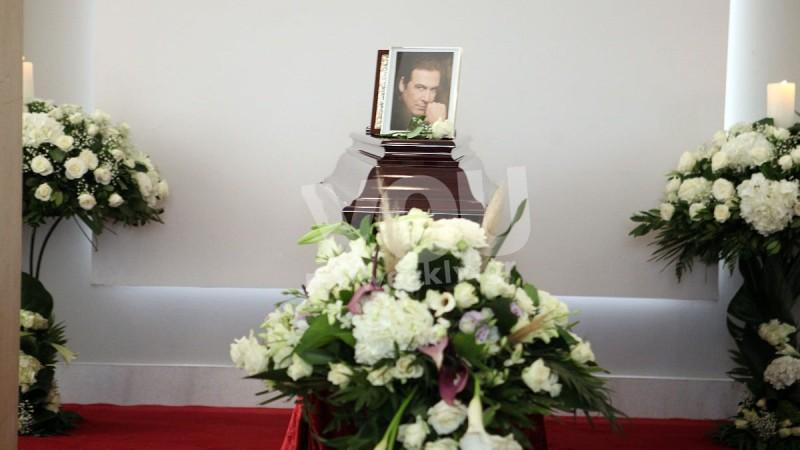 Έφτασε η σορός του Τόλη Βοσκόπουλου φωτογραφίες κηδεία