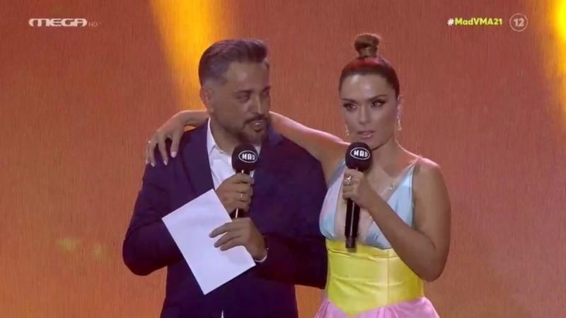 Βάσω Λασκαράκη: Με μίνι φόρεμα στη σκηνή των Mad VMA - Στο πλευρό της ο Σουλτάτος