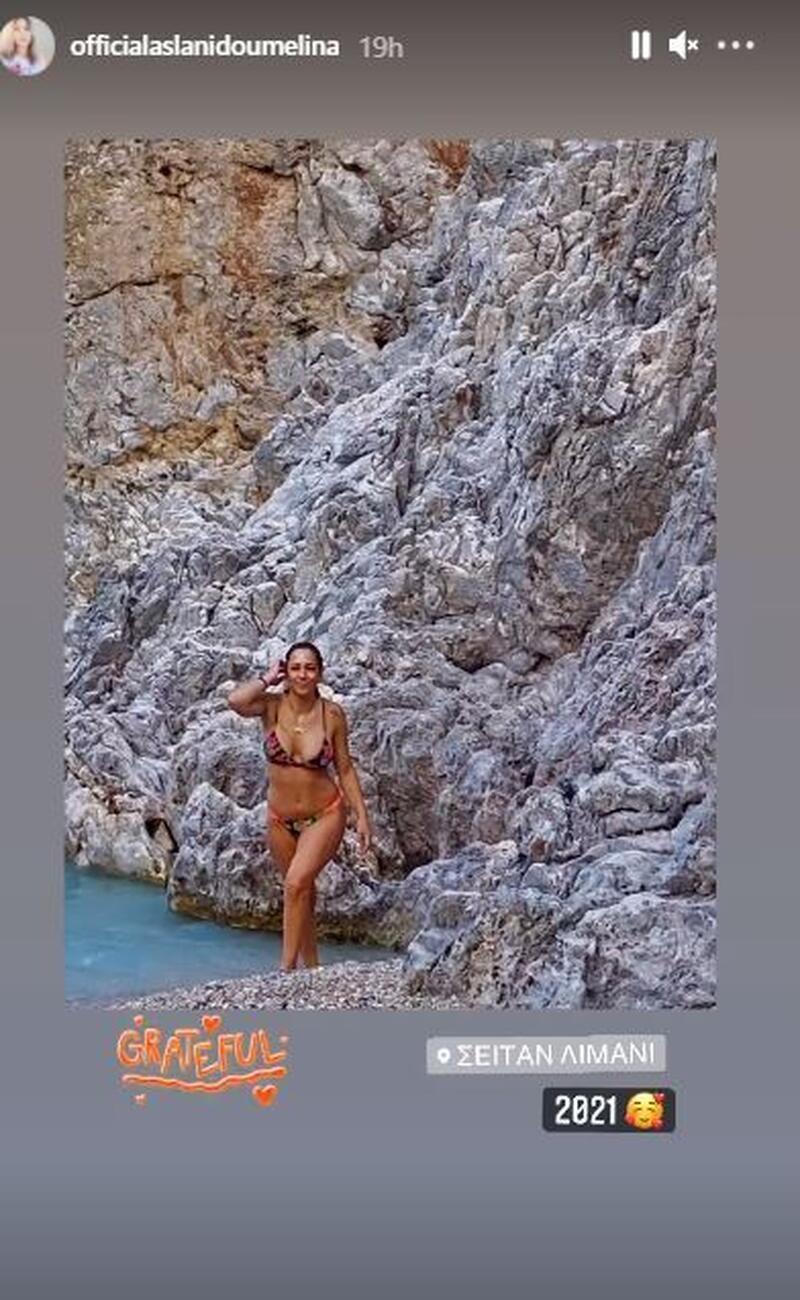 Μελίνα Ασλανίδου ολόσωμη φωτογραφία της με μαγιό