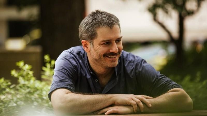 Αλέξανδρος Μπουρδούμης: Πήγε θέατρο παρέα με τις πατερίτσες