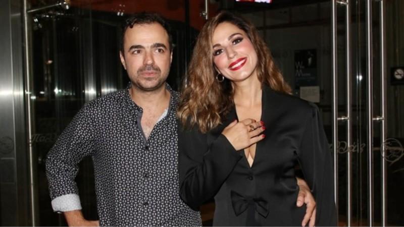 Κατερίνα Παπουτσάκη: Τα καυτά φιλιά με τον σύζυγο της στο πάρτι γενεθλίων του