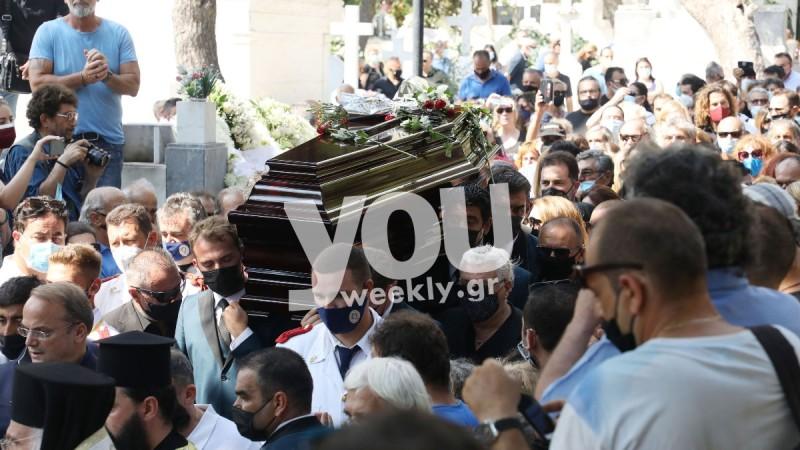 Θρήνος στο τελευταίο «αντίο» στον Τόλη Βοσκόπουλο