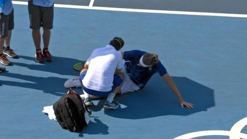 Σοκ κατά την διάρκεια των Ολυμπιακών Αγώνων 2020 - Τραυματίστηκε ο Στέφανος Τσιτσιπάς!