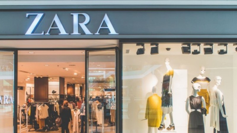 Zara: Αυτό το φόρεμα ξεπουλάει για το καλοκαίρι - Μόλις μπήκε σε έκπτωση -20%