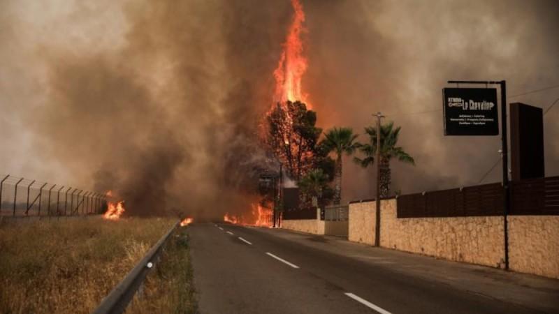 Φωτιά στη Βαρυμπόμπη: Μήνυμα του 112 σε Ιπποκράτειο Πολιτεία και Δροσοπηγή