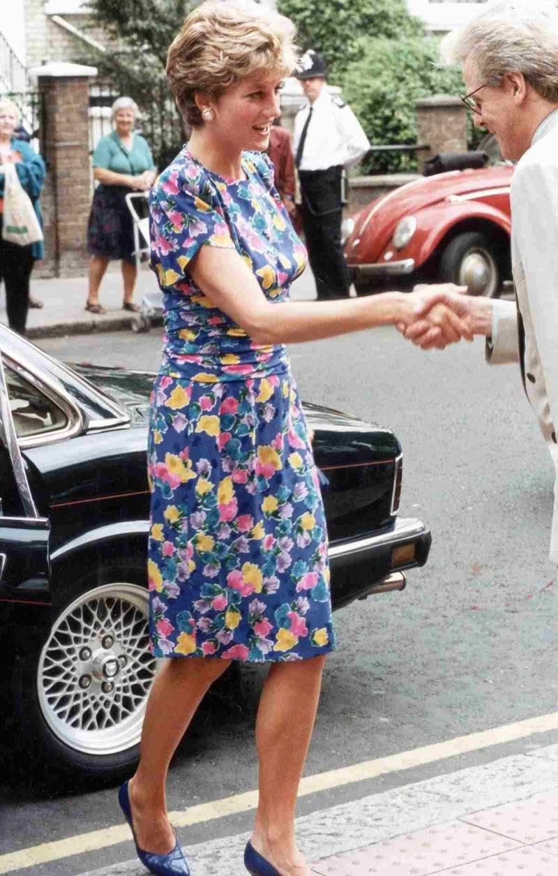 Νταϊάνα φλοράλ φόρεμα