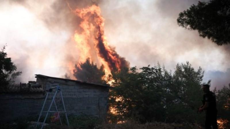 Φωτιά στη Βαρυμπόμπη: Μήνυμα 112 στη Δροσοπηγή - «Εκκενώστε άμεσα προς Αθήνα»