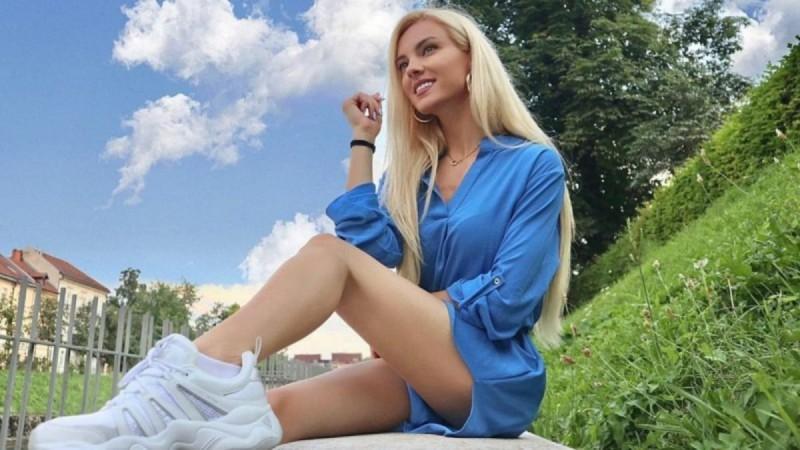 Η πρώτη ανάρτηση της εγκυμονούσας Τζούλιας Νόβα με φουσκωμένη κοιλίτσα