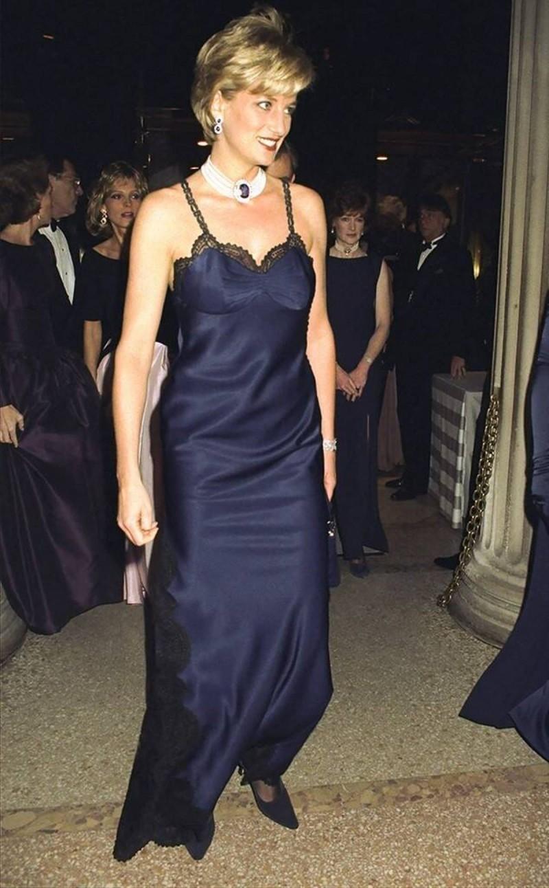 Νταϊάνα μαύρο φόρεμα