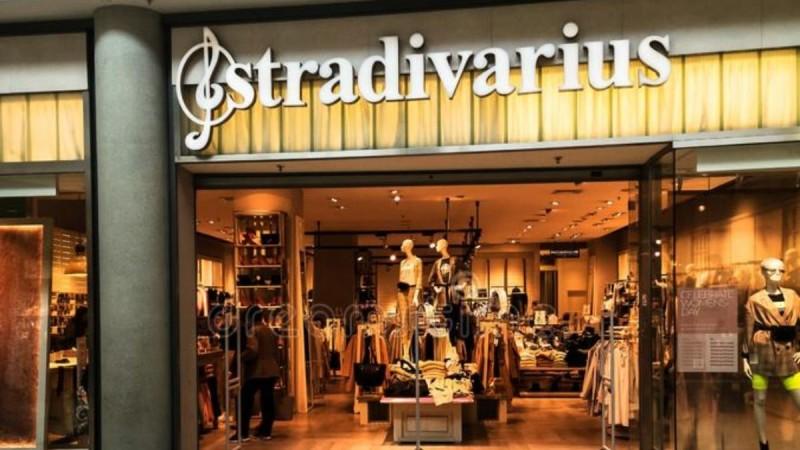 Από τη νέα συλλογή του Stradivarius το φόρεμα που θα σου λύσει τα χέρια - Κοστίζει λιγότερο από 30 ευρώ