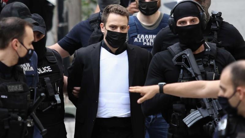 Ένταλμα σύλληψης για στενό συγγενή του Μπάμπη Αναγνωστόπουλου - Εξέλιξη