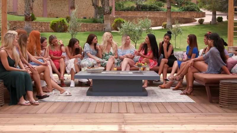 The Bachelor 2: Οι πρώτοι τσακωμοί δεν άργησαν να έρθουν - «Άντε που μου το παίζεις και γκομενάρα»