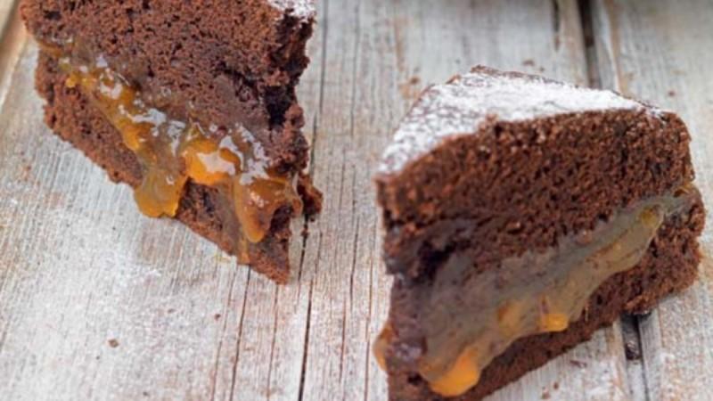 Εύκολο και μούρλια - Λαχταριστό κέικ με γάλα, αυγά και βούτυρο