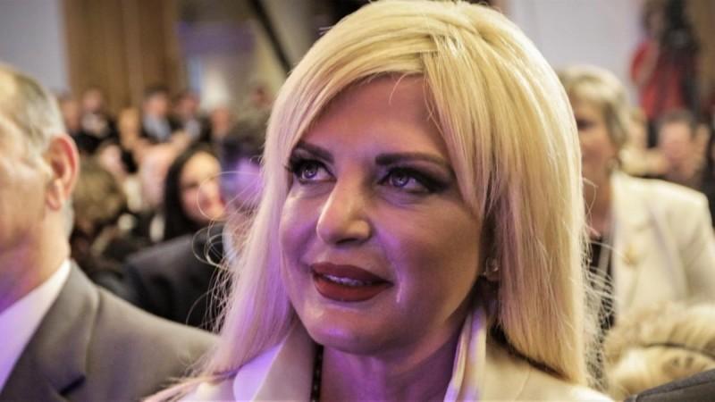 Αναστάτωσε τα social media η Μαρίνα Πατούλη - Με κίτρινο φόρεμα σε πανάκριβο ξενοδοχείο