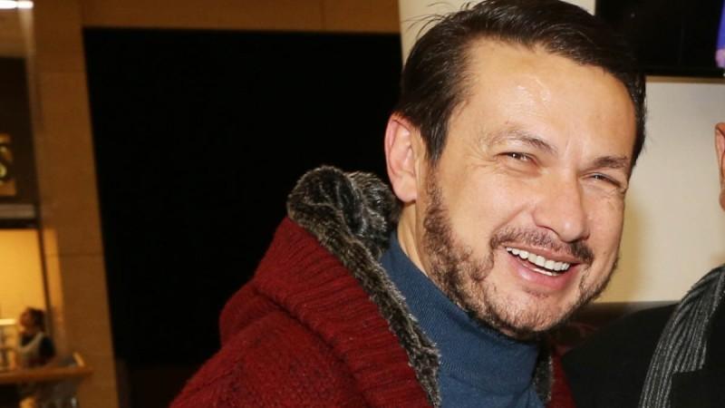 Ο Σταύρος Νικολαϊδης καταγγέλλει γνωστό σκηνοθέτη - «Μας έβριζε αισχρά και μας απειλούσε»