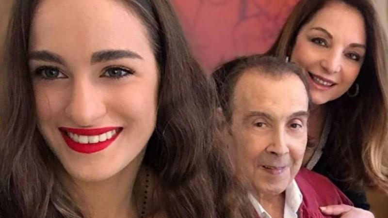 Χαμογελάει ξανά η Μαρία Βοσκοπούλου σχεδόν δυο μήνες μετά τον θάνατο του πατέρα της, Τόλη