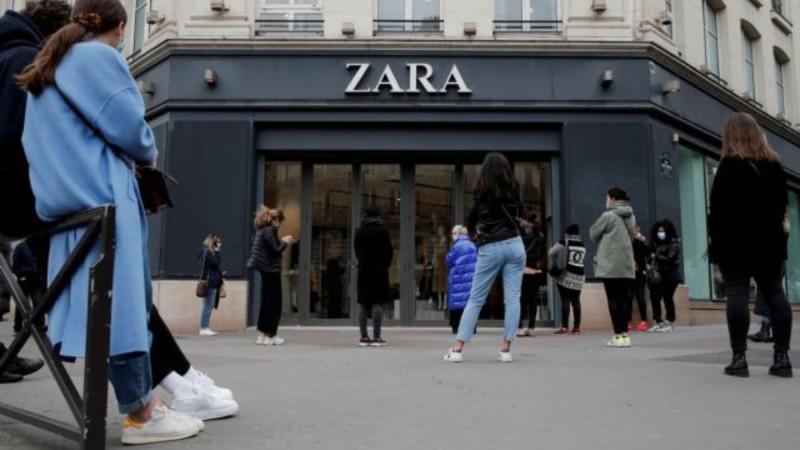 Αυτό είναι το φόρεμα από τα Zara που κάνει πάταγο